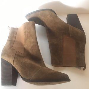 Joe's Jeans Chelsea Blare bootie sz 9 brown suede